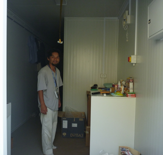 Hosokawa-san and his container box!